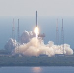 Falcon 9 launch of 1st Dragon spacecraft (NASA/KSC)